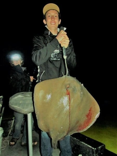 Teen Shoots Huge Stingray