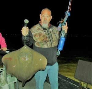 Guy In Camo Gets Huge Stingray
